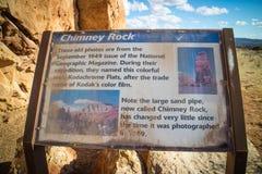 Uma placa da descrição para a fuga no parque estadual da bacia de Kodachrome fotos de stock