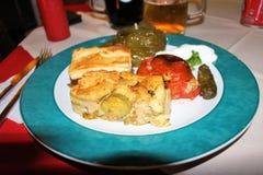 Uma placa de bons pratos gregos imagem de stock