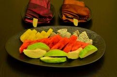 Uma placa do fruto que serve dando boas-vindas ao convidado Imagem de Stock
