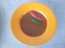 Uma placa pequena do budu, pimentão verde vermelho Imagem de Stock Royalty Free