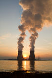 Uma planta da energia nuclear Fotografia de Stock Royalty Free