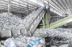 Uma planta para reciclar garrafas Imagem de Stock