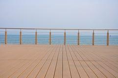 Uma plataforma cercada no beira-mar imagens de stock royalty free