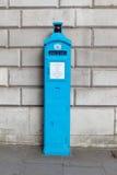 Uma polícia original telefona livre para o uso do público, nas ruas de Londres Foto de Stock Royalty Free