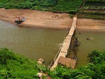 Uma ponte através de Mekong River imagem de stock royalty free