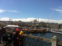 uma ponte através do passo em Istambul Foto de Stock Royalty Free