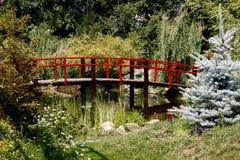 Uma ponte decorativa no parque Fotografia de Stock