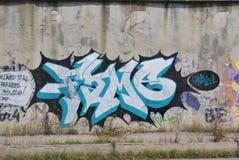 Uma ponte destruída com arte dos grafittis da rua Fotografia de Stock Royalty Free