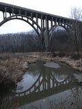 Uma ponte em Brecksville, Ohio em Cleveland Metroparks Imagens de Stock
