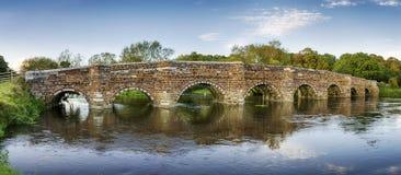 Ponte branca do moinho em Dorset Foto de Stock Royalty Free