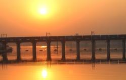 Uma ponte no por do sol - india foto de stock