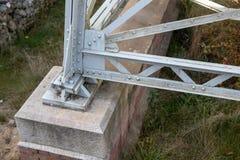 Uma ponte sobre um rio construído de um fardo A ponte, fardo juntou-se a b foto de stock royalty free