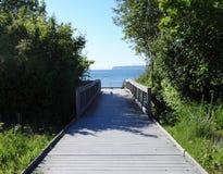 Uma ponte a uma praia Fotografia de Stock