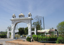 Uma porta da vila, Bahadurgarh, Punjab Imagens de Stock