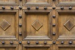 Uma porta de madeira Fotos de Stock Royalty Free
