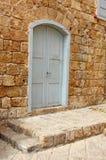 Uma porta de madeira velha na cidade velha de Akko Fotografia de Stock Royalty Free