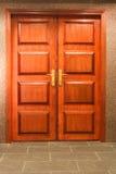 Uma porta dobro de madeira Foto de Stock Royalty Free