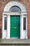 Uma porta Georgian de madeira velha de Dublin imagens de stock