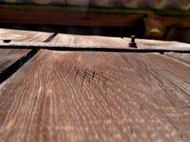 Uma porta velha da construção é um fragmento imagem de stock