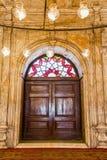 Uma porta velha da mesquita de Muhammad Ali em Egito fotos de stock