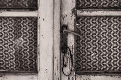 Uma porta velha e arruinada Fotos de Stock Royalty Free
