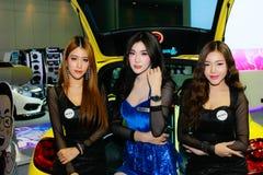 Uma pose fêmea não identificada do apresentador na exposição automóvel internacional 2017 de Banguecoque Fotos de Stock Royalty Free