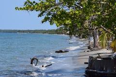 Uma praia abandonada no mar das caraíbas Foto de Stock Royalty Free