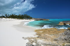 Uma praia de pouco Exuma, Bahamas imagem de stock royalty free