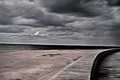 Uma praia e uma estrada misteriosas no parque - estilizado à pintura Foto de Stock