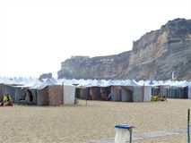 Uma praia famosa portuguesa de Nazare fotografia de stock