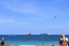 Uma praia ocupada do Fort Lauderdale do dia livre Imagem de Stock Royalty Free