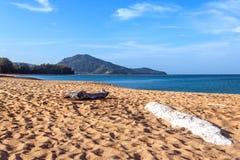 Uma praia quieta na manhã Fotos de Stock
