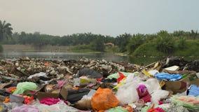 Uma quantidade de lixo poluir no campo Fotografia de Stock