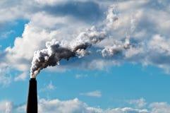 Uma quantidade do desperdício da exaustão da chaminé de CO2 Foto de Stock