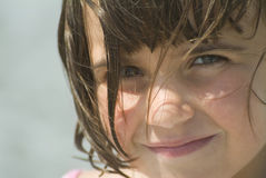 Uma rapariga que olha a câmera Imagens de Stock