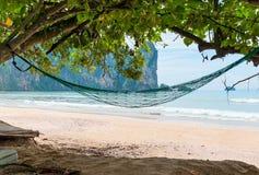 Uma rede vazia na máscara de uma árvore no mar de Andaman Fotografia de Stock Royalty Free