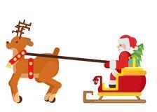 Uma rena conduz um trenó com Santa Claus e uma árvore de Natal Fotografia de Stock Royalty Free