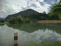 Uma represa na tarde imagens de stock royalty free