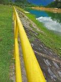 Uma represa na tarde imagens de stock
