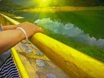 Uma represa na tarde imagem de stock