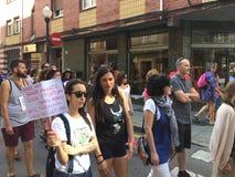 Uma reunião nas ruas da Espanha de Gijon contra a tourada fotografia de stock