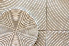 Uma rotação abstrata da forma do círculo decorada na parede como uma textura do fundo foto de stock
