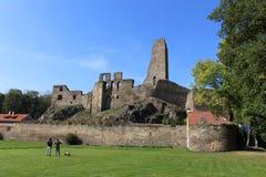 Uma ruína do castelo de Okor Fotos de Stock Royalty Free
