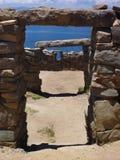 Uma ruína em isla del solenoide no titicaca do lago imagem de stock