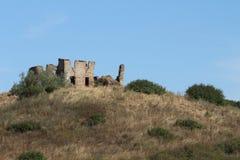 Uma ruína nos montes da paisagem de Toscânia Imagens de Stock Royalty Free