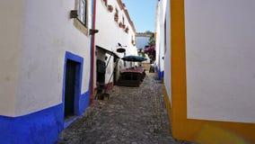 Uma rua colorida na cidade medieval de Obidos, Portugal Imagem de Stock Royalty Free