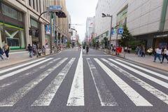 Uma rua de Shinjuku, Tóquio, Japão imagens de stock
