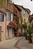 Uma rua em Provence imagens de stock
