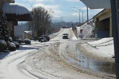 Uma rua que continue um Offramp da autoestrada Fotografia de Stock Royalty Free