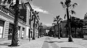 Uma rua vazia em riva del garda Italia Fotografia de Stock Royalty Free